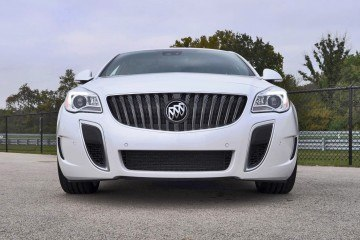Track Drive Review - 2016 Buick Regal GS - Flypaper Handling Is Now $3k Cheaper!
