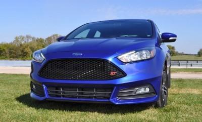 2016 Ford FOCUS ST Kona Blue 24