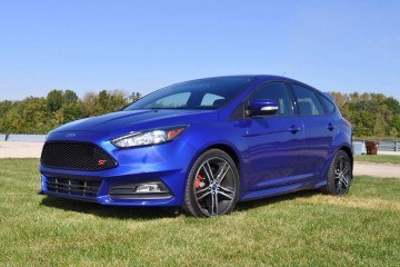 2016 Ford FOCUS ST Kona Blue 32