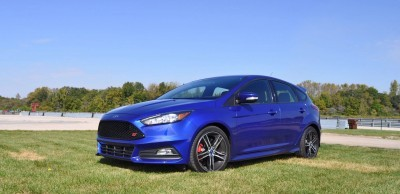 2016 Ford FOCUS ST Kona Blue 33