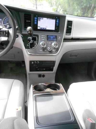 2015 Toyota Sienna XLE Premium AWD Review 9