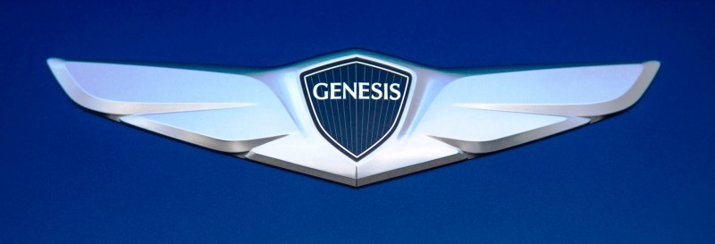 2015-hyundai-genesis-v8-badge
