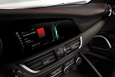 2016 Alfa Romeo GIULIA Interior 10