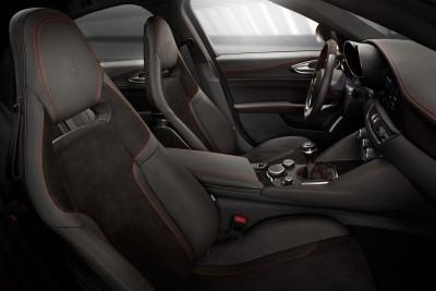 2016 Alfa Romeo GIULIA Interior 18