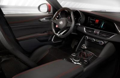 2016 Alfa Romeo GIULIA Interior 9