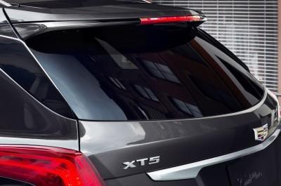 2017-Cadillac-XT5-015