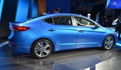 2017 Hyundai ELANTRA Sedan 12