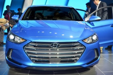 2017 Hyundai ELANTRA Sedan Debuts Impressive Redesign, Giant Cabin and Fresh Tech