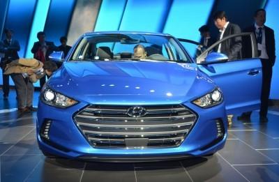 2017 Hyundai ELANTRA Sedan 17
