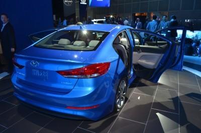 2017 Hyundai ELANTRA Sedan 9