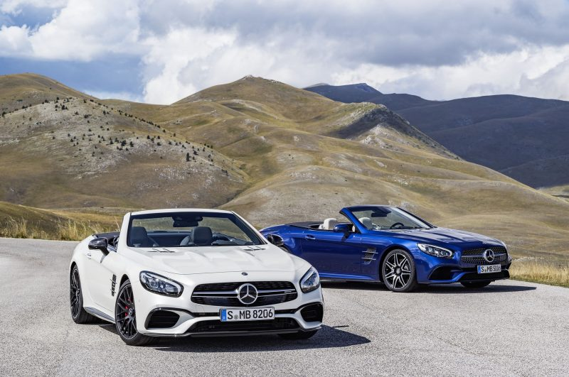 AMG SL 63 (Diamantweiß), SL 500 (Brilliantblau) AMG SL 63 (diamond white), SL 500 (brilliant blue)