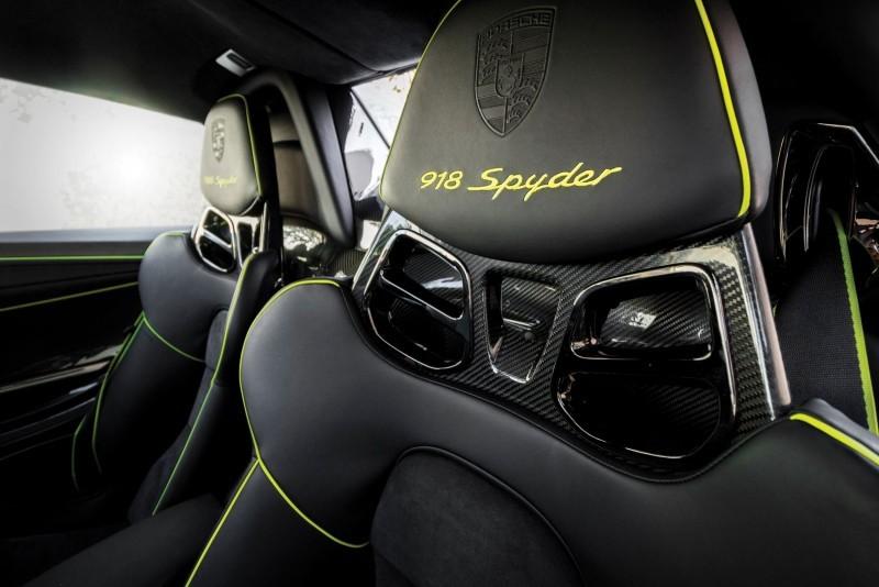 2015 Porsche 918 Spyder Weissach Pack 18