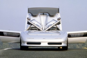 Concept Flashback - 1988 ITALDESIGN Aztec - Twin-Cowl Design Full of Ideas and Impact