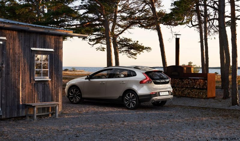 175939_Volvo_V40_T5_AWD_Cross_Country_Location_7_8_Rear