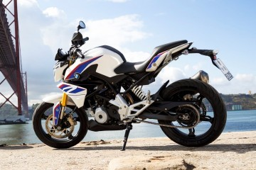 2017 BMW Motorrad G310 R - Ultra-Light Stunt Bike Is A Two-Wheeled Dino Ferrari