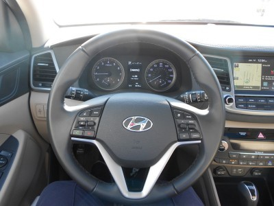2016 Hyundai Tucson Review - Interior Photos 12