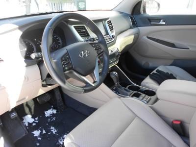 2016 Hyundai Tucson Review - Interior Photos 3