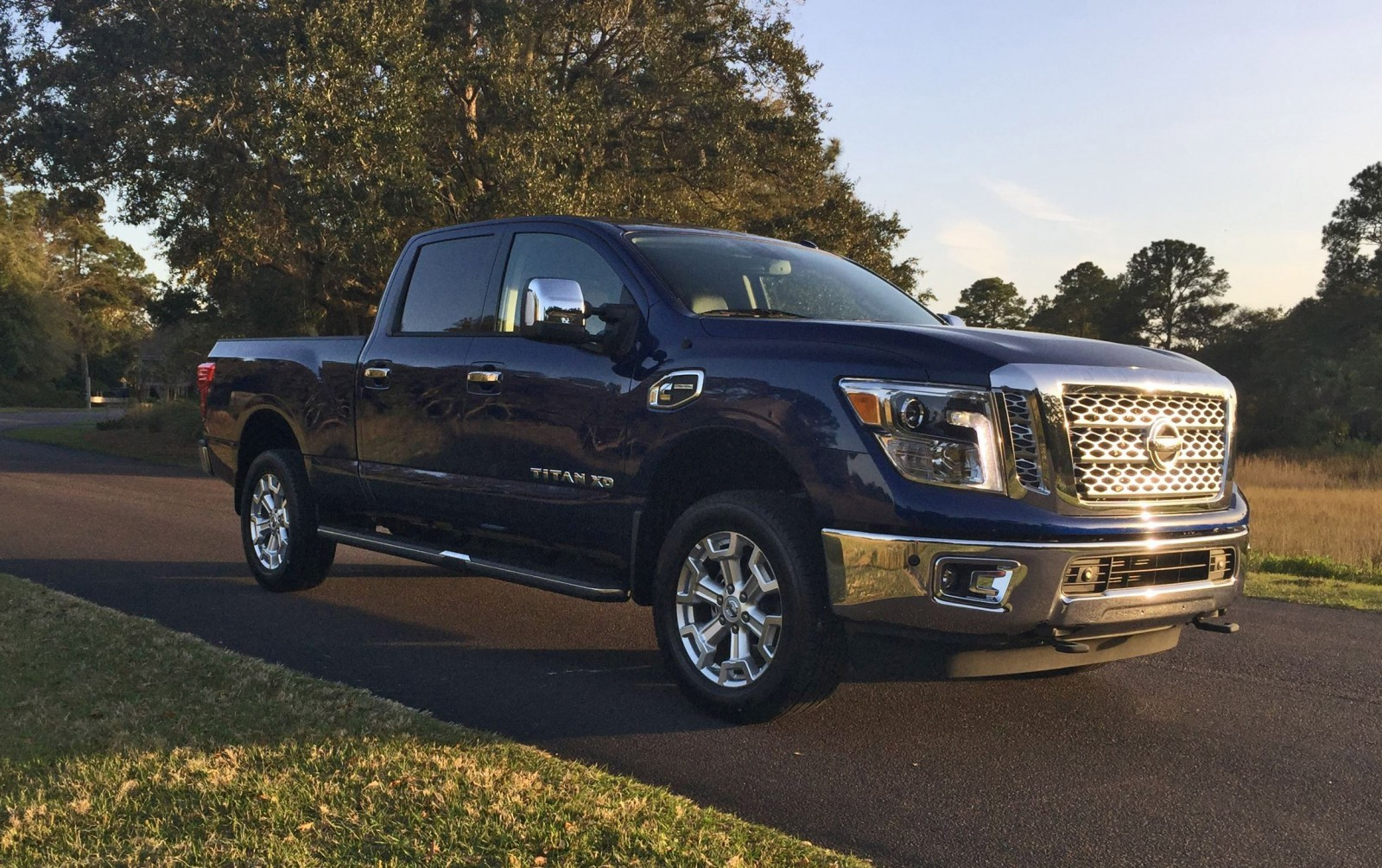 review videos 2016 nissan titan xd 5 0l cummins tdv8 the crusher is hd truck of the year. Black Bedroom Furniture Sets. Home Design Ideas