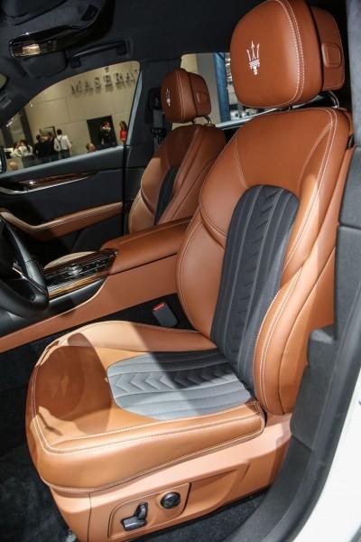 2017 Maserati Levante Interior 8