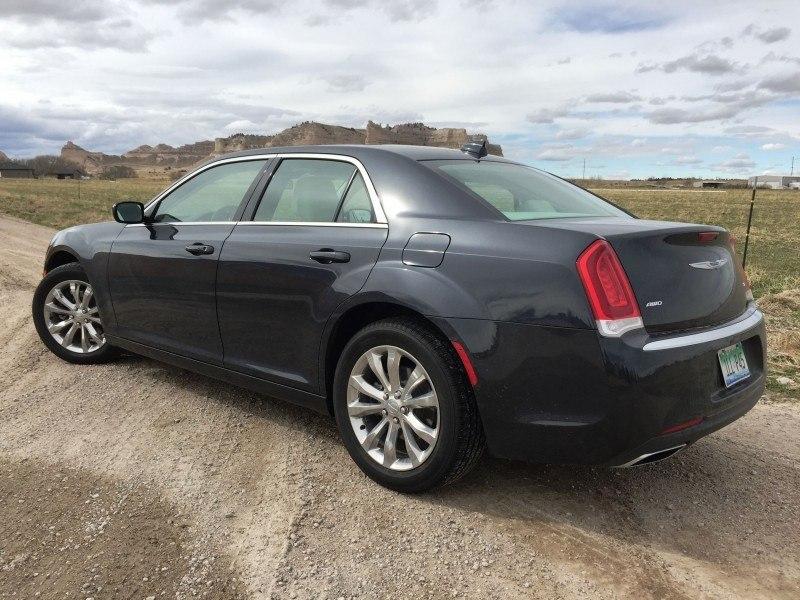 2016 Chrysler 300 Limited 1