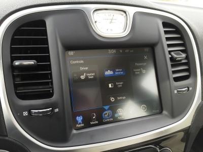 2016 Chrysler 300 Limited 10