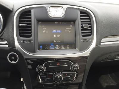 2016 Chrysler 300 Limited 11