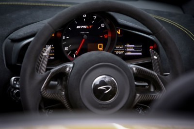 2016 McLaren 675LT Spider 40