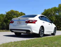 2016 Nissan Altima 2.5 SR – HD Road Test Review + Drive Video