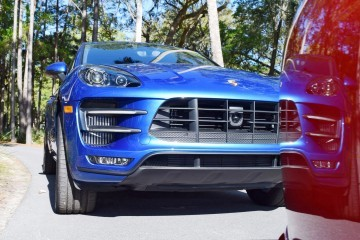 2016 Porsche MACAN TURBO in Sapphire Blue 19