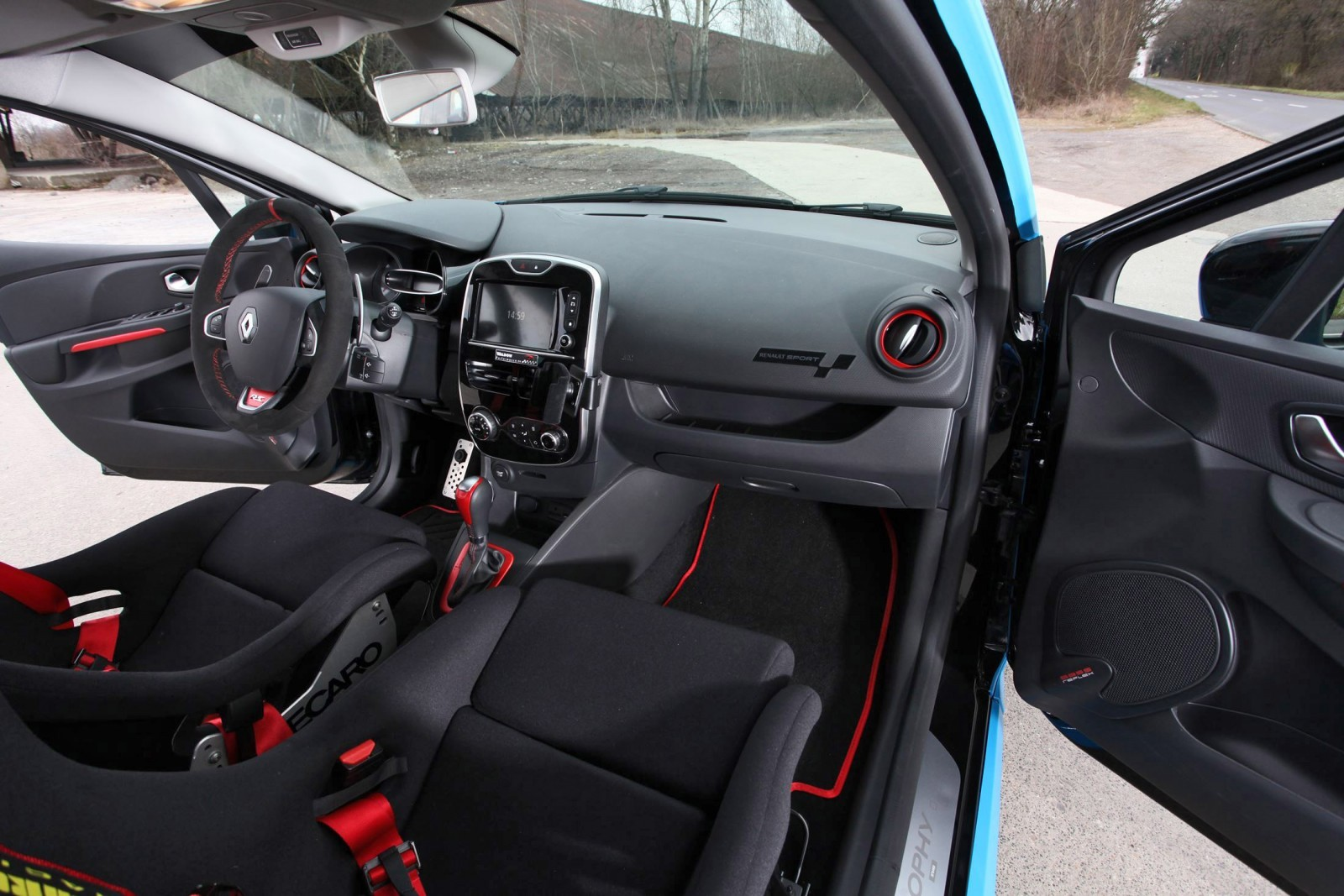 2016 renault clio by waldow performance smurfberry blue for Interieur clio 4