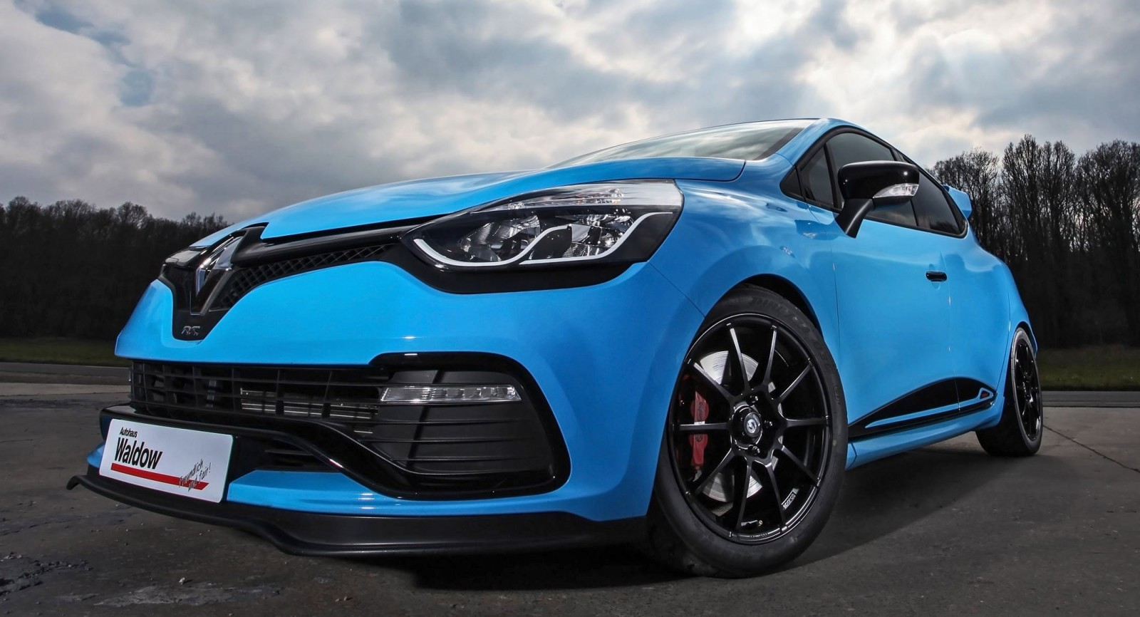 2016 renault clio by waldow performance smurfberry blue track special. Black Bedroom Furniture Sets. Home Design Ideas