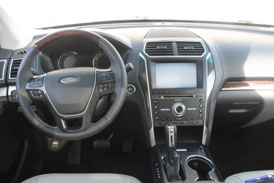 Ford Explorer Platinum INTERIOR Review Photos  by Tim Esterdahl 8