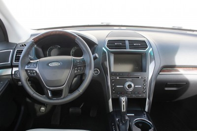 Ford Explorer Platinum INTERIOR Review Photos  by Tim Esterdahl 9