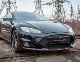 Power Surge! LARTE Design TESLA Model S P85D Elizabeta REDLINE