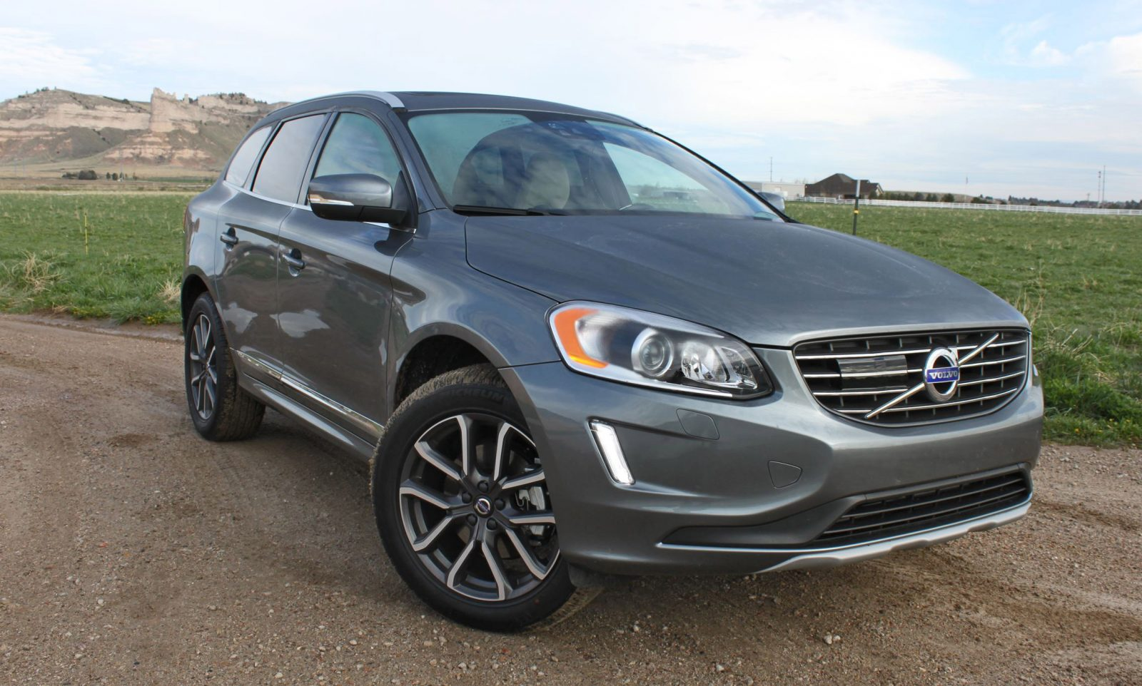 road test review 2016 volvo xc60 t6 awd by tim esterdahl car revs. Black Bedroom Furniture Sets. Home Design Ideas