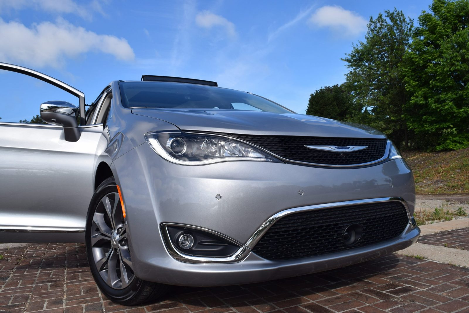 2017 chrysler pacifica limited first drive video review. Black Bedroom Furniture Sets. Home Design Ideas
