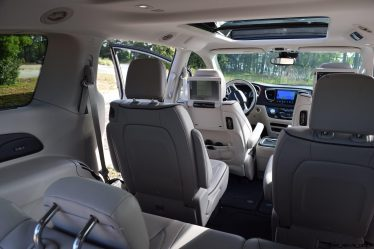 2017 chrysler pacifica limited first drive video review 78 photos for Chrysler pacifica 2017 interior
