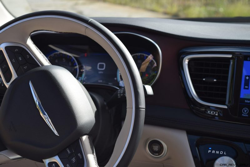 2017 Chrysler PACIFICA Limited- Interior 13