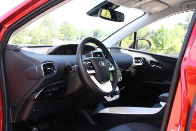 2016 Toyota PRIUS 18