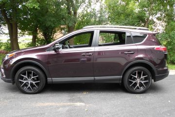 "Road Test Review – 2016 Toyota Rav4 SE – By Ken ""Hawkeye"" Glassman"