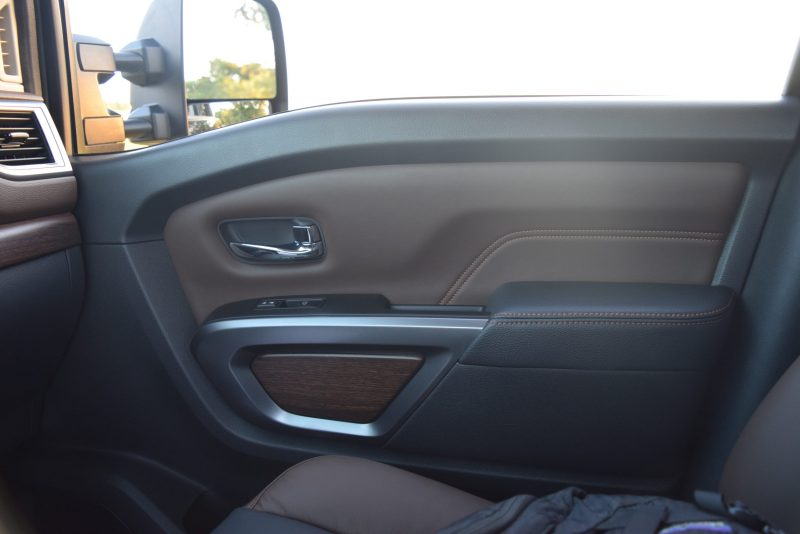 2016-nissan-titan-xd-platinum-reserve-5-6l-v8-interior-7