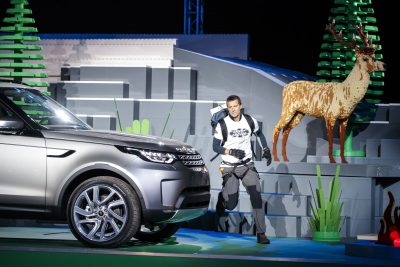 bear-grylls-arrives-at-the-global-unveiling-of-the-land-rovers-new-discovery-at-packington-hall-solihull-uk