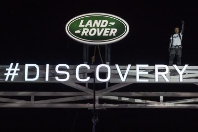bear-grylls-waves-atop-the-worlds-largest-lego-structure-at-global-unveiling-of-the-new-land-rover-discovery-at-packington-hall-solihull-uk