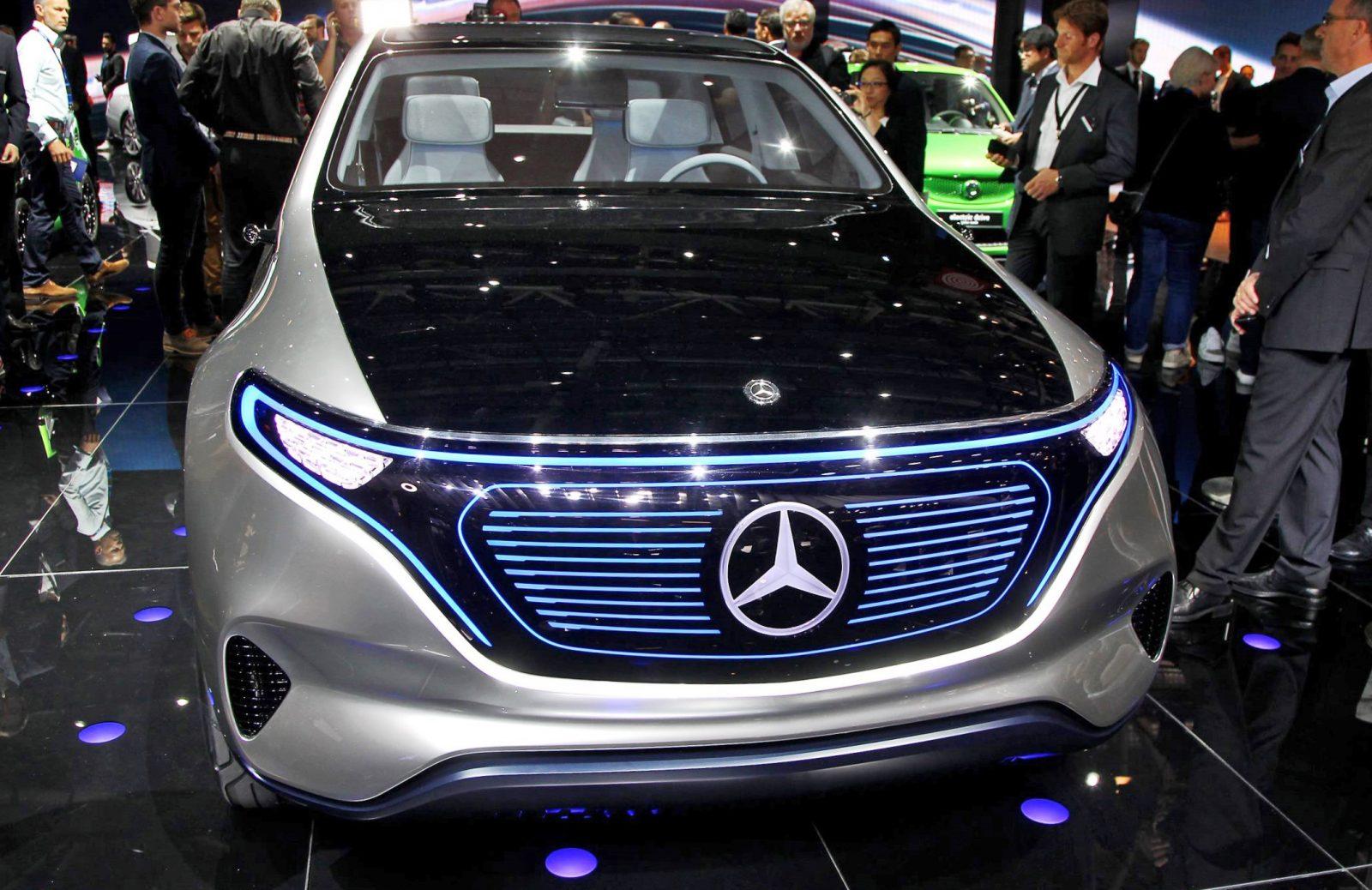 Eq concept mercedes benz paris launch party for Mercedes benz concept eq
