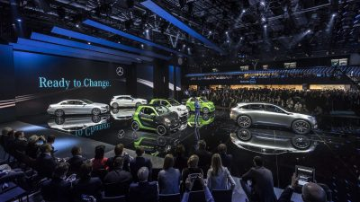 Mercedes-Benz und smart auf dem Autosalon Paris 2016. Dr. Dieter Zetsche, Vorstandsvorsitzender der Daimler AG und Leiter Mercedes-Benz Cars präsentiert die Mercedes-Benz Highlights. ; Mercedes-Benz and smart at the Paris Auto Show 2016. Dr. Dieter Zetsche, Chairman oft he Daimler Board of Management and Head of Mercedes-Benz Cars presents the Mercedes-Benz Highlights.;