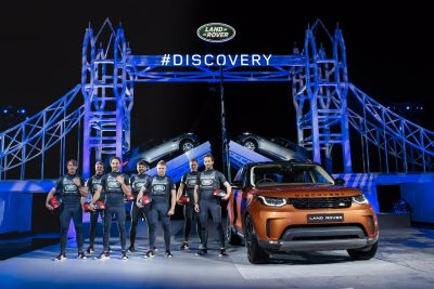 seven-land-rover-bar-sailors-by-the-new-land-rover-discovery