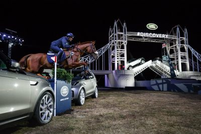 zara-phillips-performs-at-the-unveiling-of-land-rovers-new-discovery-at-packington-hall-solihull-uk_02