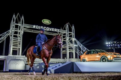 zara-phillips-rides-fernhill-facetime-as-she-performs-at-global-unveiling-of-land-rovers-new-discovery-at-packington-hall-solihull-uk
