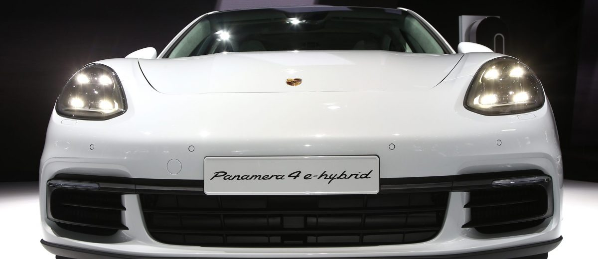 Paris Debut - 2018 Porsche PANAMERA 4 E-Hybrid