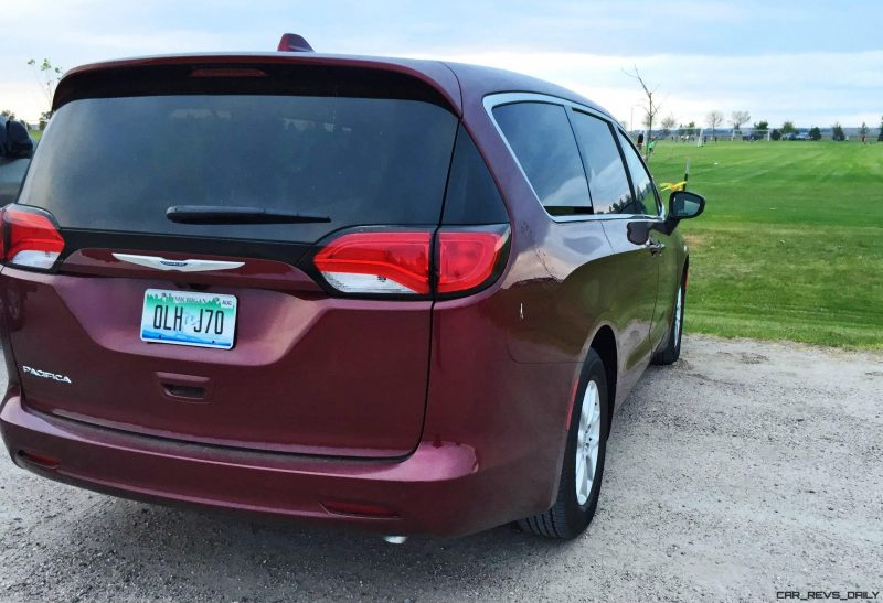 2017-chrysler-pacifica-touring-19